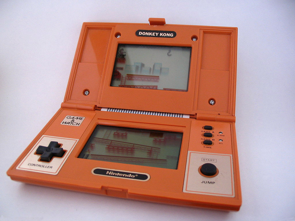 donkey kong game watch by nintendo reviewed at retrogamesnow. Black Bedroom Furniture Sets. Home Design Ideas